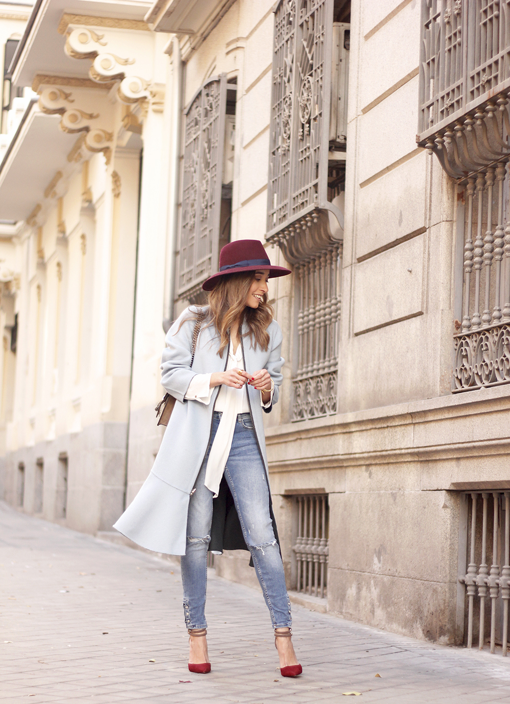 blue coat uterqüe abrigo azul gucci bag burgundy heels winter outfit street style fashion01