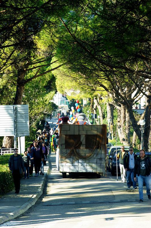 Абрум. Движение колонны по улицам города