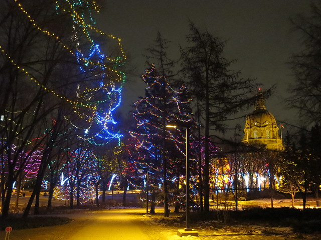 dec 19 walk,  legislature grounds, Canon POWERSHOT S200