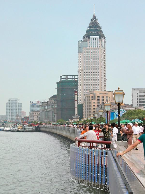 Le Bund au bord de la rivière Huangpu (Shanghai, Chine)