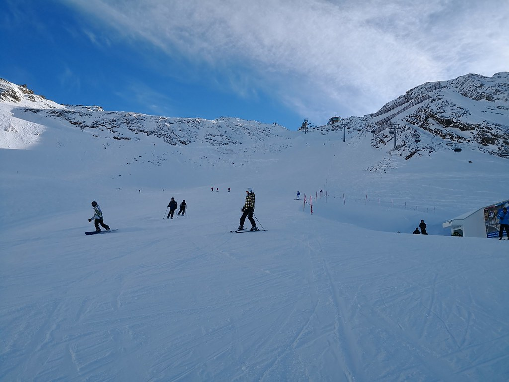 Skiing down from Wurmkogl