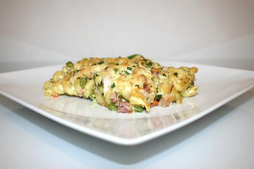 24 - Quick cheese pasta bake - Side view / Blitz-Nudelauflauf mit Käse - Seitenansicht