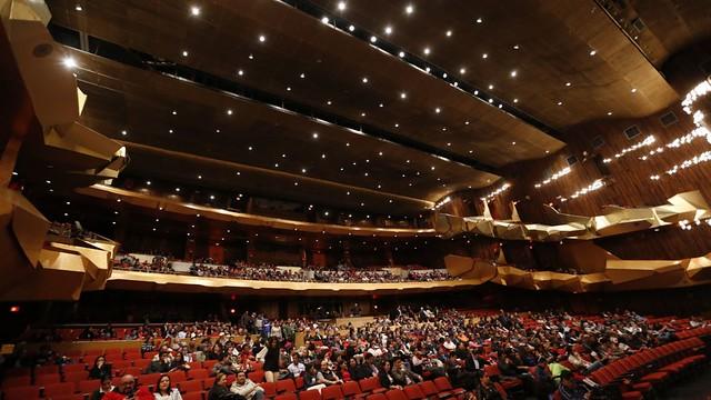 Valses universales interpretados con orquesta y marimba deleitan al público