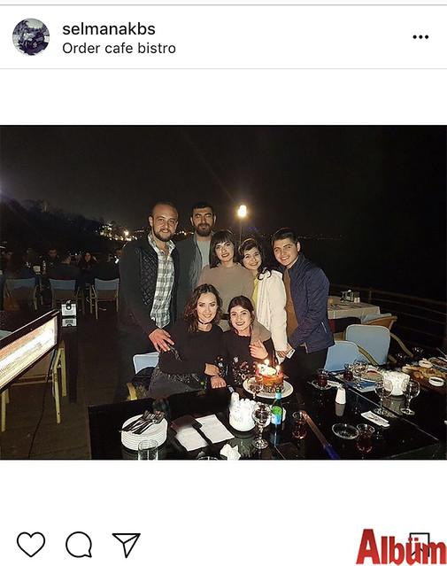 İnşaat Mühendisi Selman Akbaş, dostlarıyla birlikte Order Cafe& Bistro'da keyifli bir akşam geçirdi.