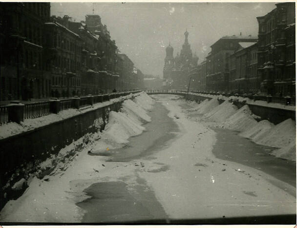 Screenshot-2018-2-6 Frozen Canal at Leningrad, 1956