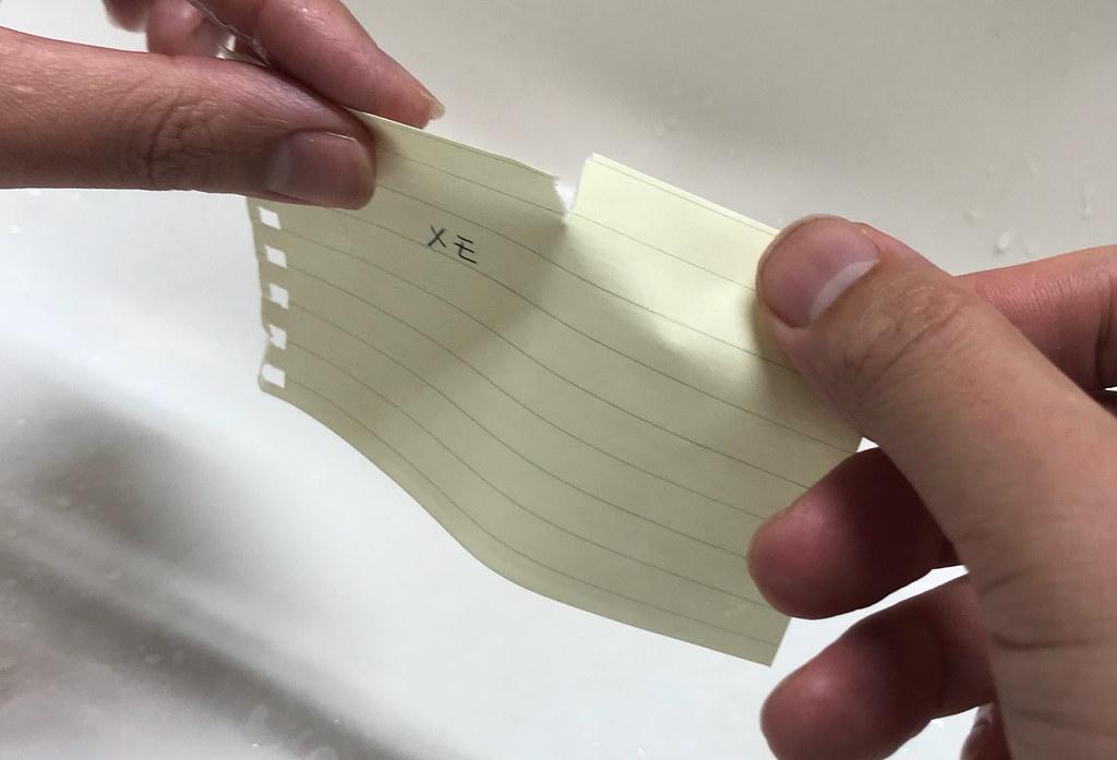 普通の紙を濡らしてねじる
