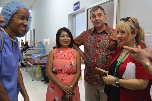 Ambassador Heidt traveled all the way to Prey Veng to see first hand the great work of a medical team from the U.S. who volunteered to provide free treatment to the people in the community.