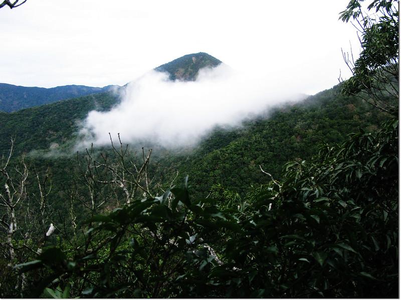 霧里乙山東北峰山頂北望南湖呂山 2