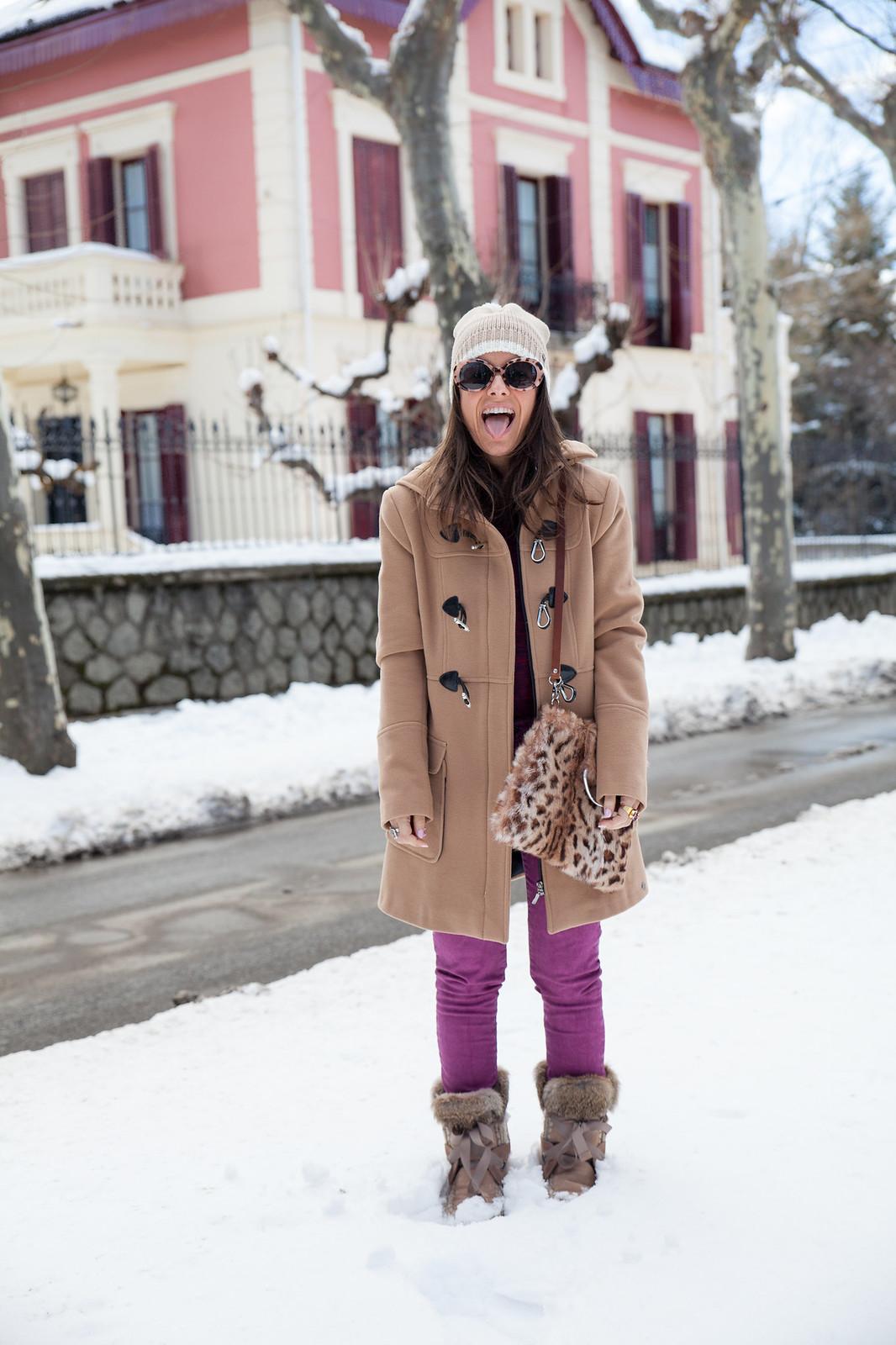 como ir vestida a la nieve arreglada con un look magenta abrigo en color nude estilo parka mou boots theguestgirl the guest girl fashion influencer barcelona parfois streetstyle fashion week leopard