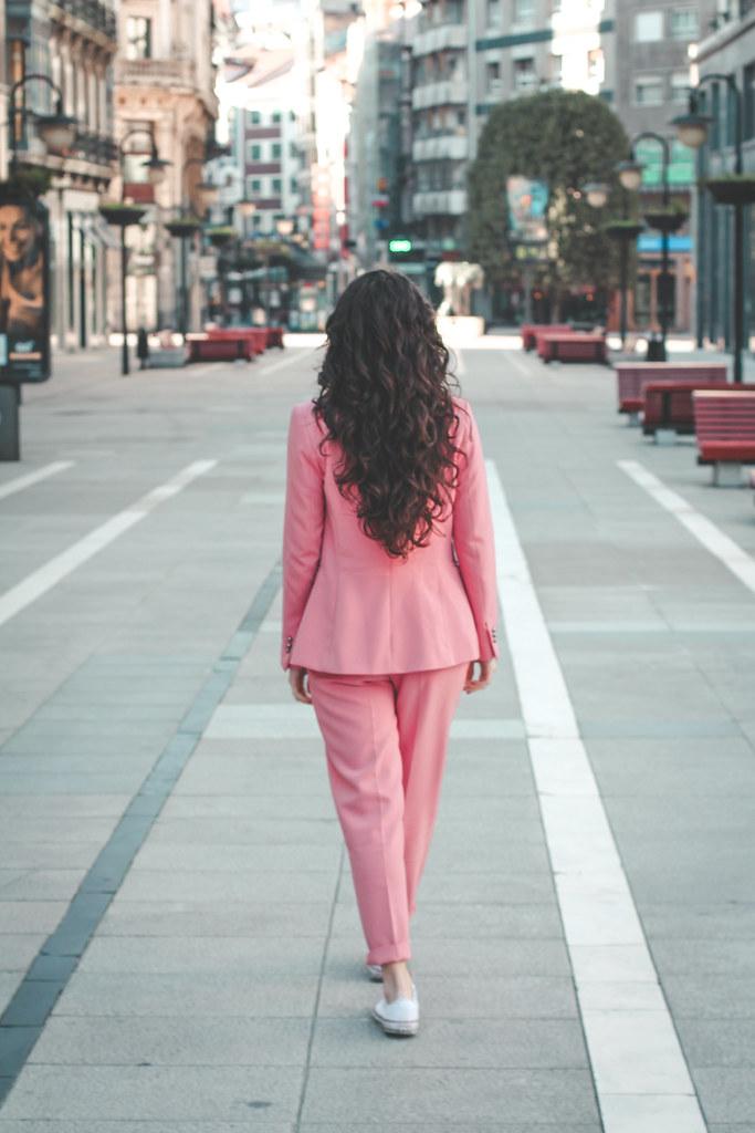 traje rosa zara-7