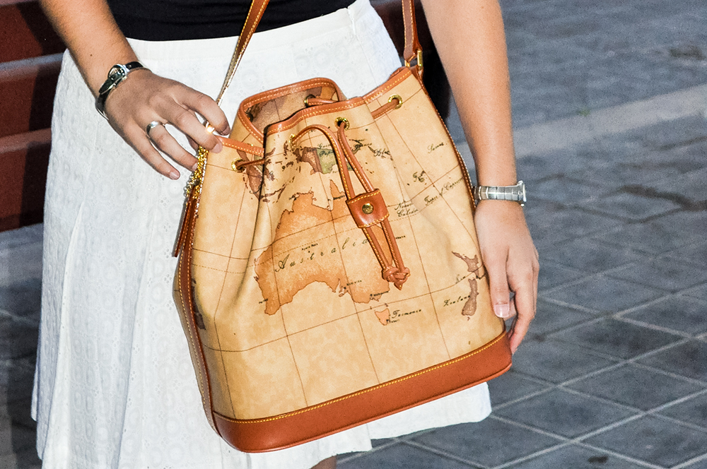somethingfashionblogger_valencia_spain_firenze_alvieromartini bag map_ootd 6