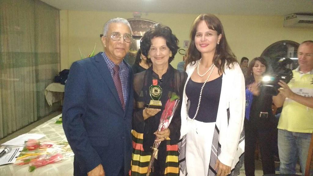 Professora e vereadora Eleika Bezerra recebe da filha -Heloisa Bezerra