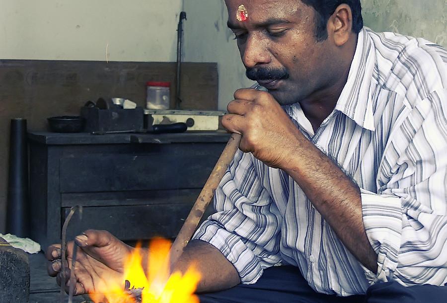 Ювелир за работой, Керала © Kartzon Dream - авторские путешествия, авторские туры в Индию, тревел видео, фототуры