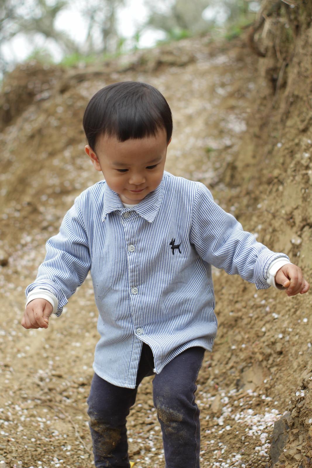 然後他玩著玩著就兩歲