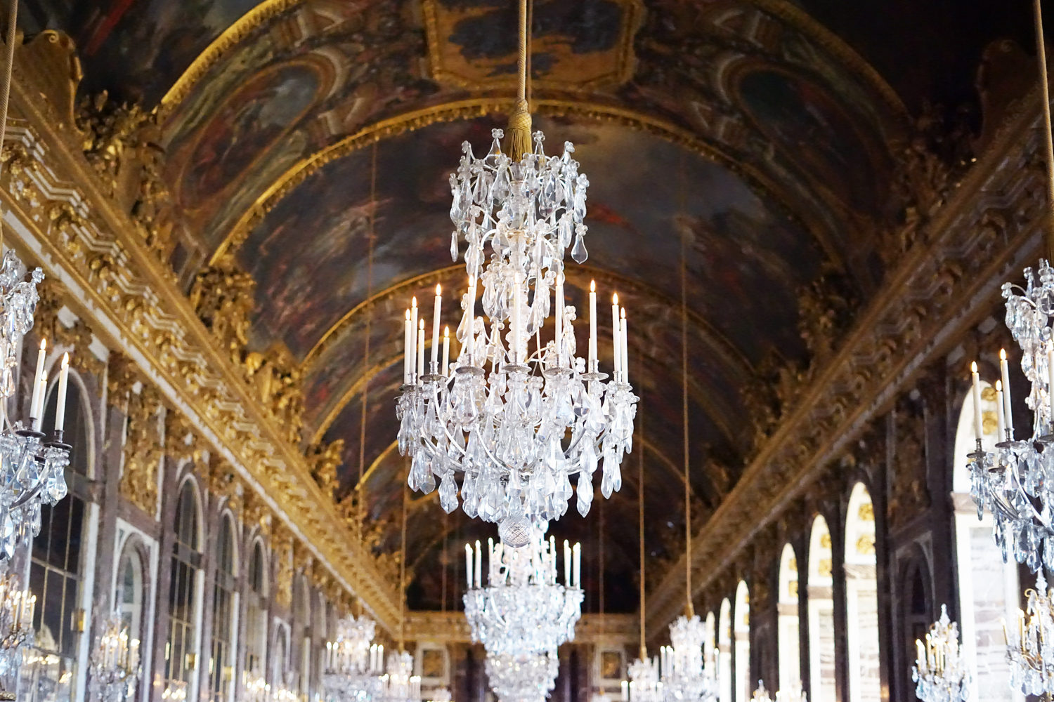 09chateau-versailles-france-travel-chandeliers
