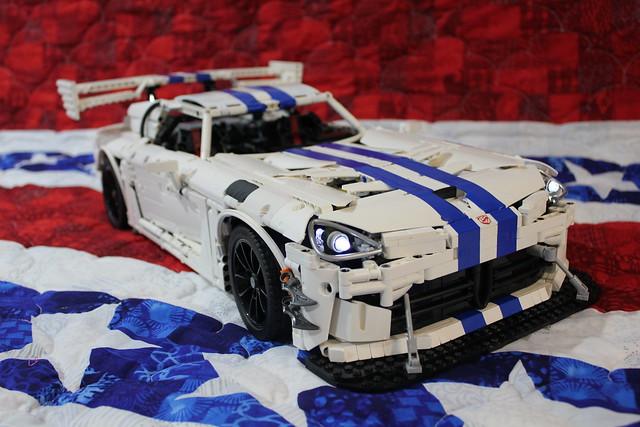 Dodge Viper 2017 Blue >> Remote control LEGO Technic Dodge Viper to spin the dyno [Video] | The Brothers Brick | The ...