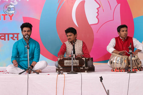 Devotional song by Daya Ram Rathod and Saathi from Nasik