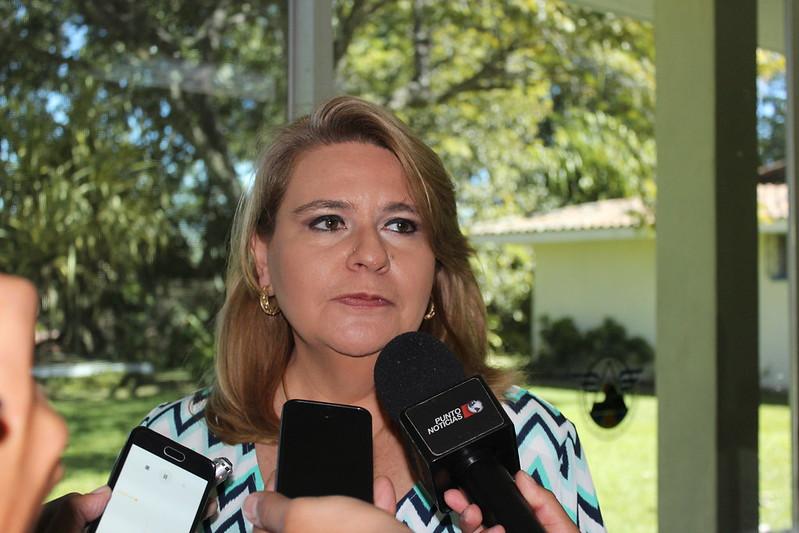 CAMARASAL Filial Santa  foro político entre empresarios y candidatos a diputados por el departamento.
