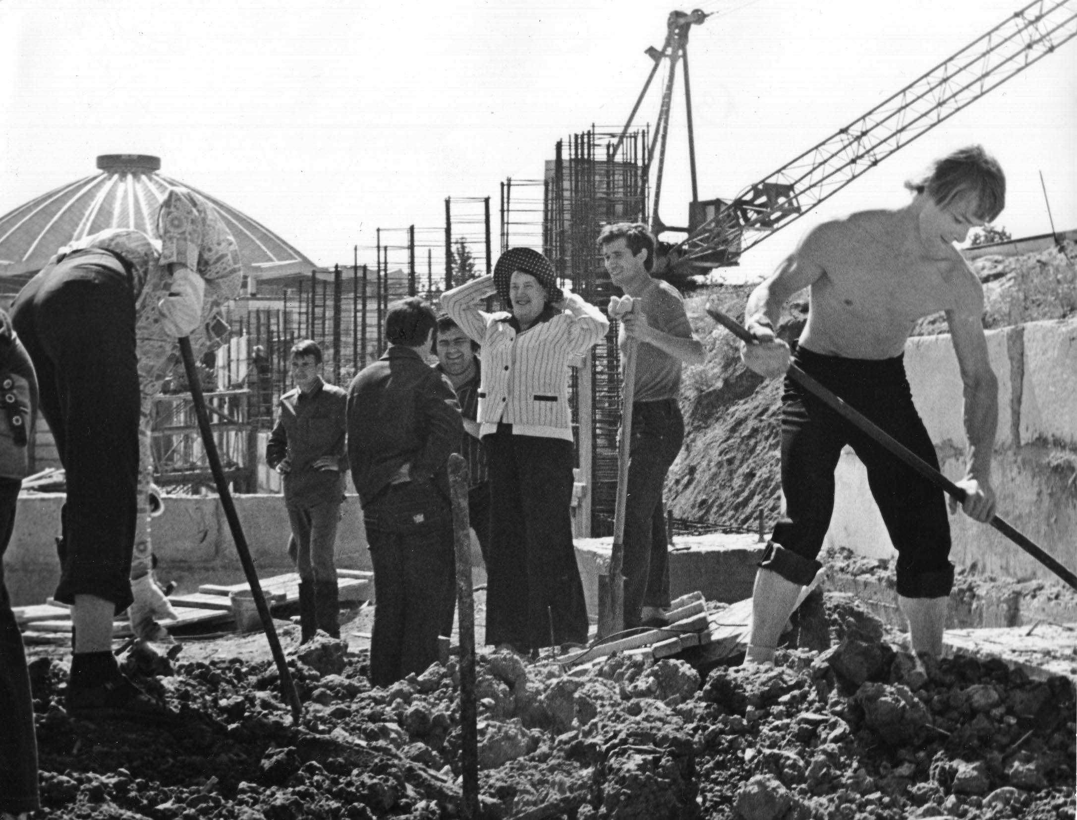 Natalya Sats during construction of the Palace of Children's Theatre in 1979.