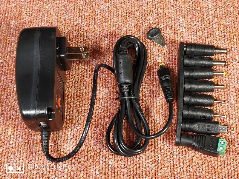 電圧調整可能なACアダプター (8)