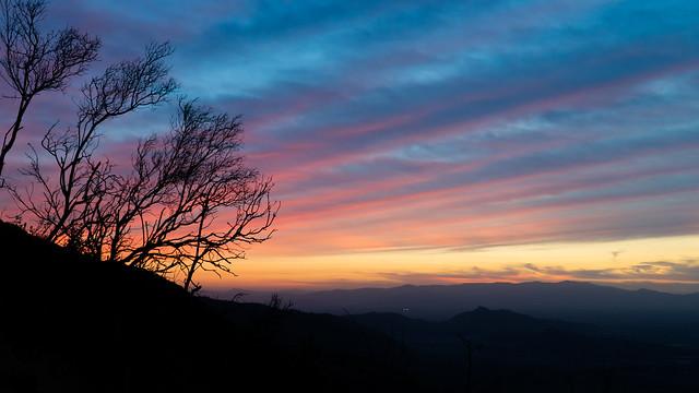 Sonnenuntergang vom Hügel aus