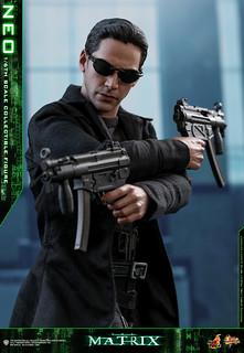 """經典的""""子彈時間""""再度登場! Hot Toys - MMS466 - 《駭客任務》1/6 比例 尼歐 The Matrix Neo"""