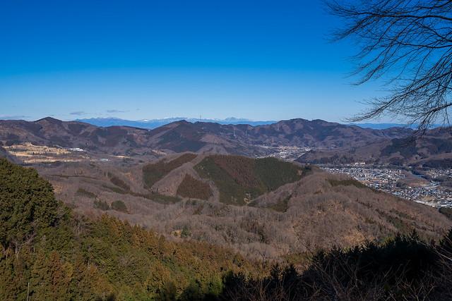 不動山から陣見山の奥に上州日光の山々