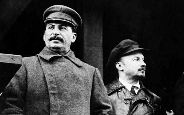 Stalin (stanga) si Lenin