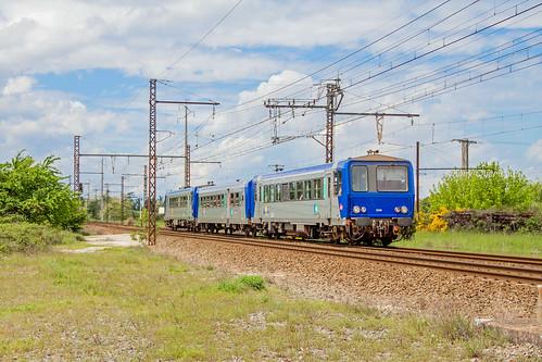 09 mai 2012  x 2223  Train 865706 Bordeaux -> Sarlat  St Loubès (33)