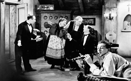 The Lady Vanishes - 1938 - screenshot 2