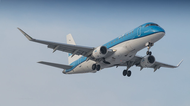 KLM Cityhopper E-175 on final approach for runway 36C