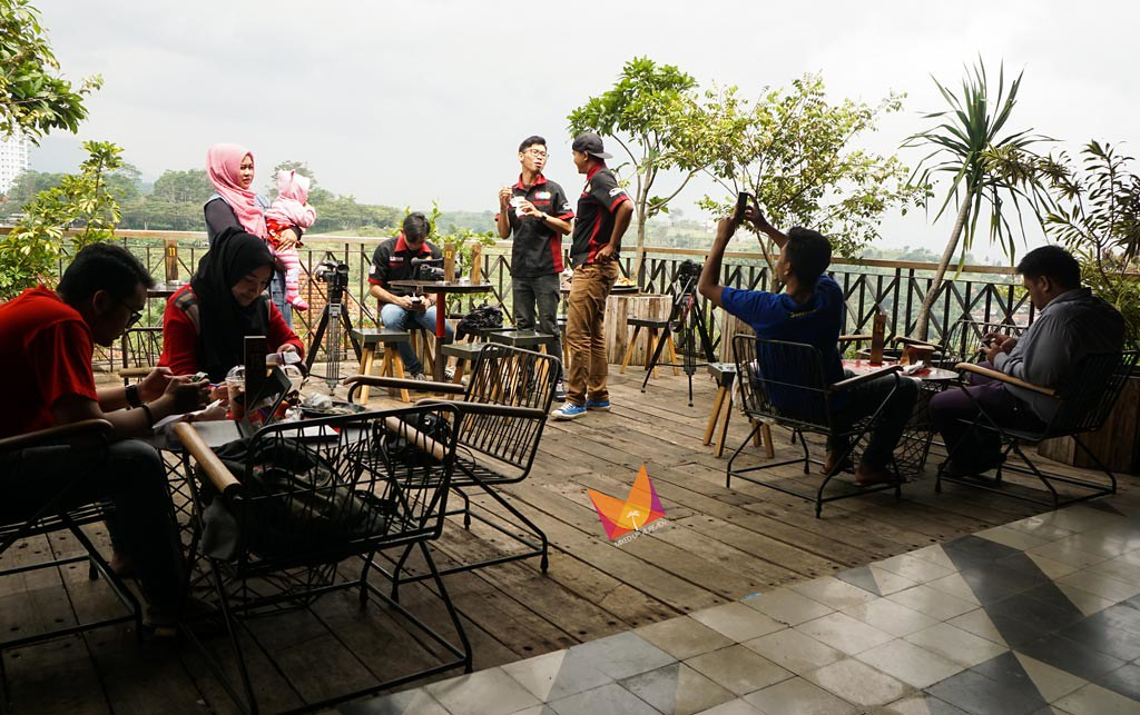 the parlor bandung cafe outdoor seating area 1 - mixedupalready