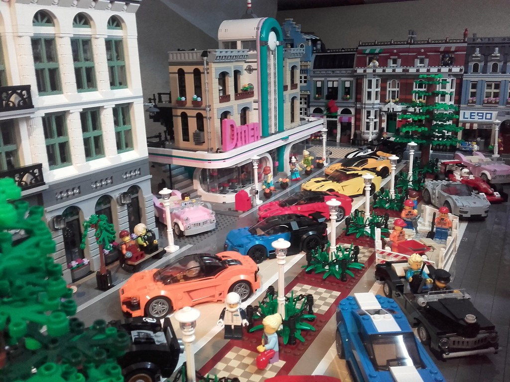 New location for Lego 10260 Downtown Diner with extra parking space!