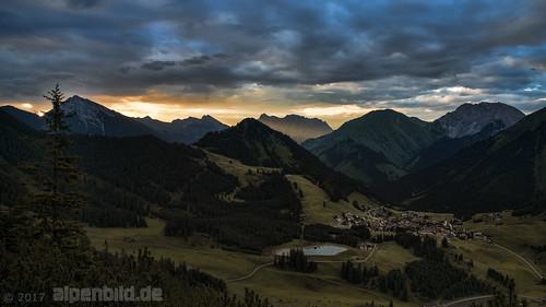 Sonnenaufgang - Berwald und Zugspitze  -  explore..99