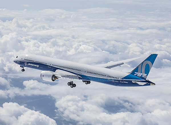 Boeing 787-10 flying (Boeing)