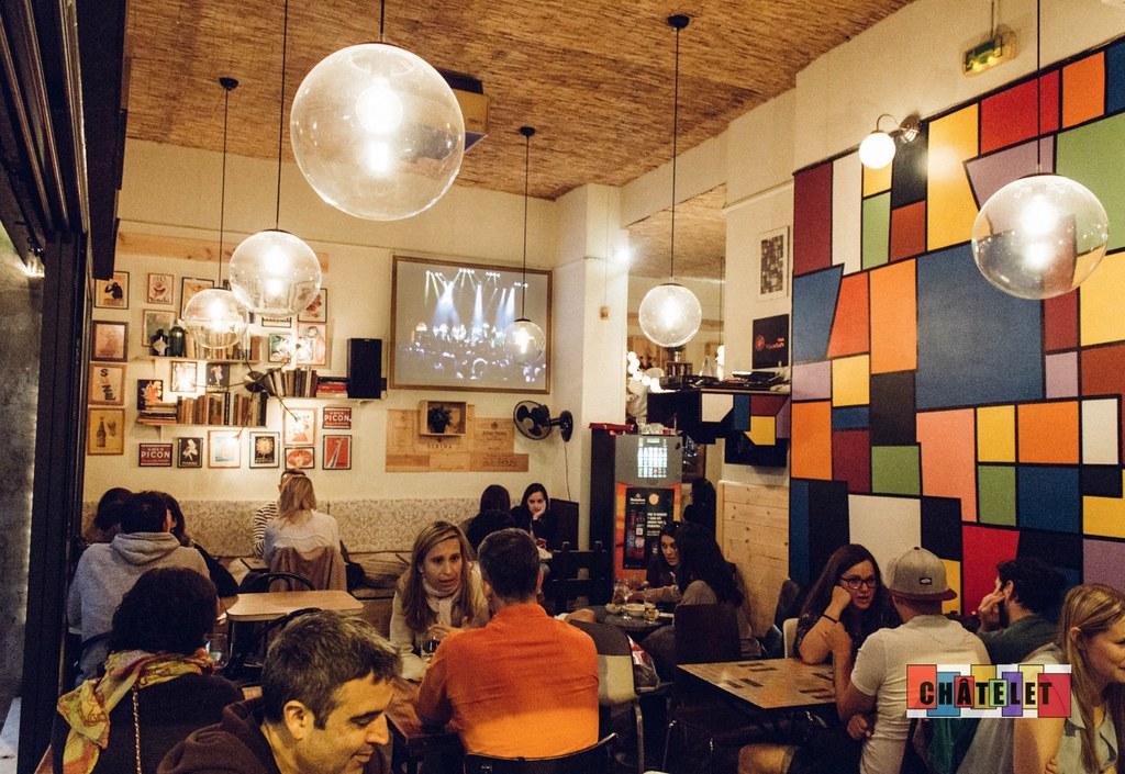 Bar Chatelet dans le quartier de Gracia à Barcelone.