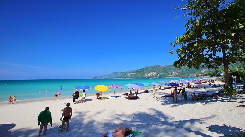 Hat Patong, salah satu wisata pantai di Thailand yang terletak di Phuket.