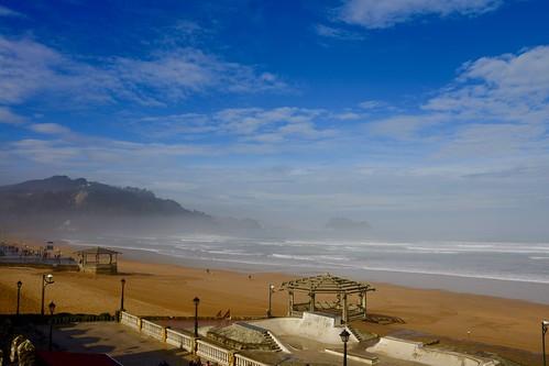 Mucha bruma en la playa de Zarautz