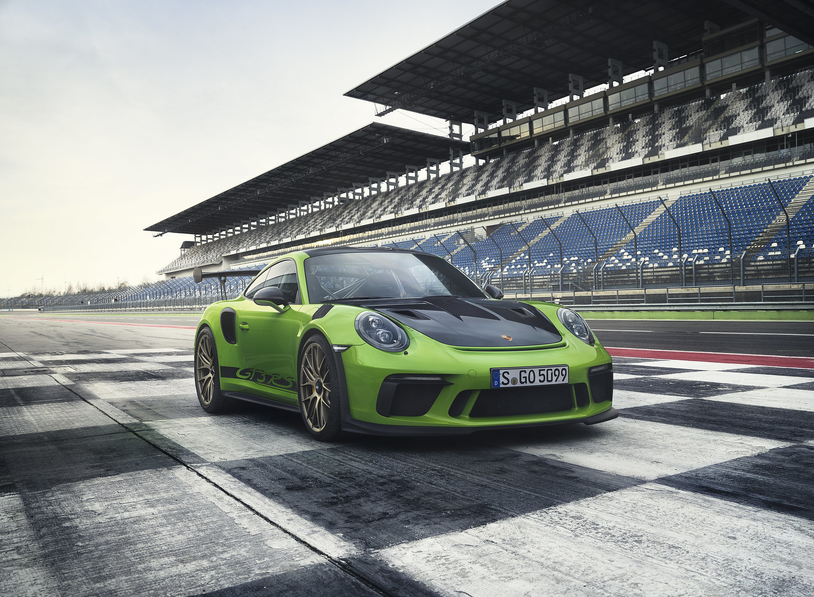 This is the 2019 Porsche 911 GT3 RS