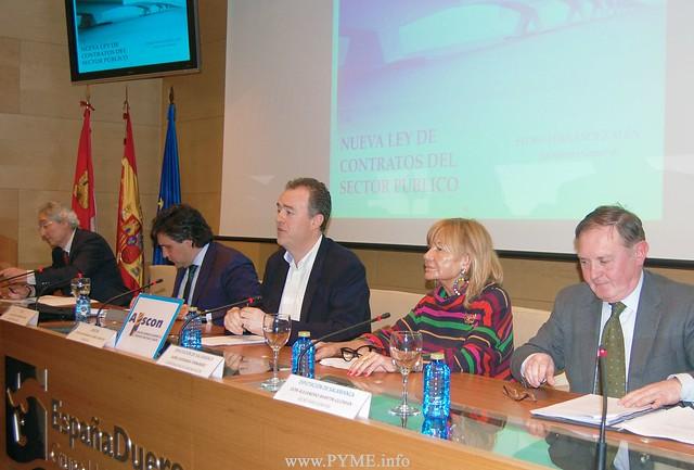 Imagen de la segunda ponencia sobre la nueva Ley de Contratos del Sector Público en la que han intervenido representantes del Ayuntamiento y Diputación de Salamanca.