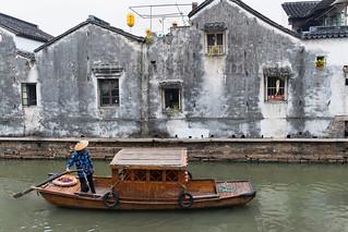 Sur un des canaux de Suzhou by Bertrand de Camaret