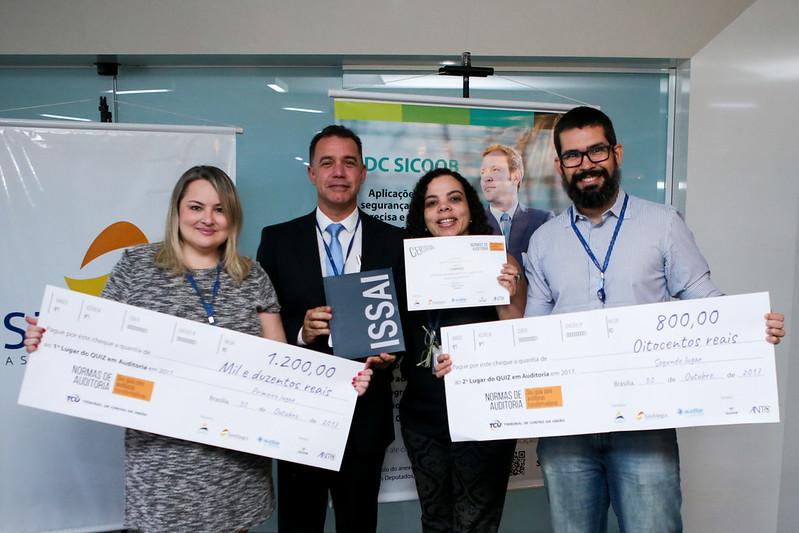 Premiação dos vencedores do quiz em auditoria