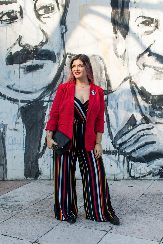 outfit-plussize-curvy-con-tuta-a-righe-e-blazer (4)