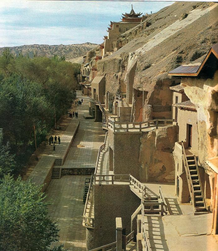 甘粛省にある世界文化遺産の敦煌・莫高窟