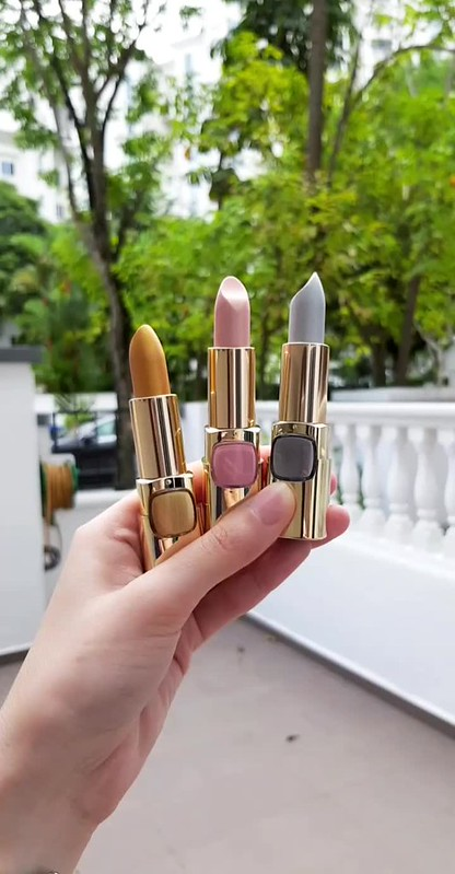 L'Oreal Color Riche Metallic Lipsticks