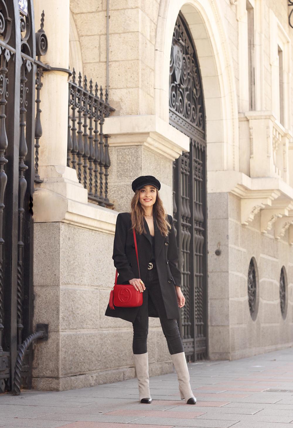 black blazer bicolor boots uterqüe gucci bag gucci belt navy cap style fashion winter outfit05
