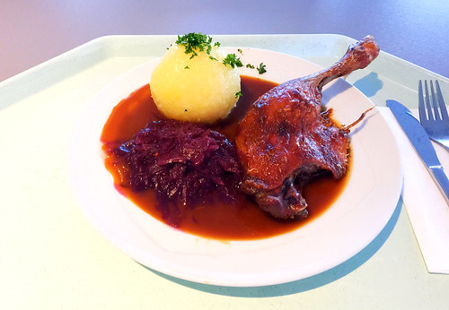 Braised duck leg with red cabbage & potato dumpling / Geschmorte Entenkeule mit Blaukraut & Kartoffelknödel