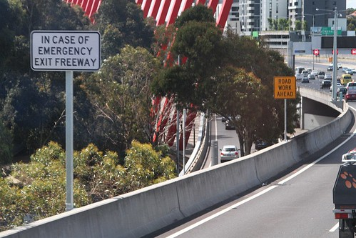 'In case of emergency exit freeway' notice at Flemington Road northbound