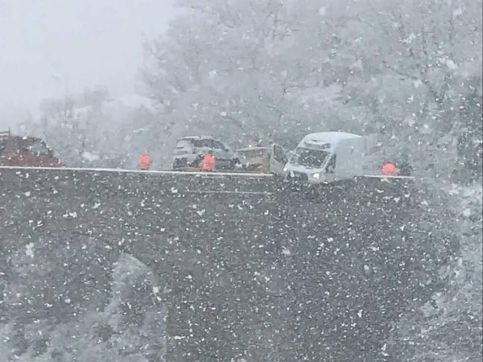 Corleto Perticara furgone in bilico su un ponte