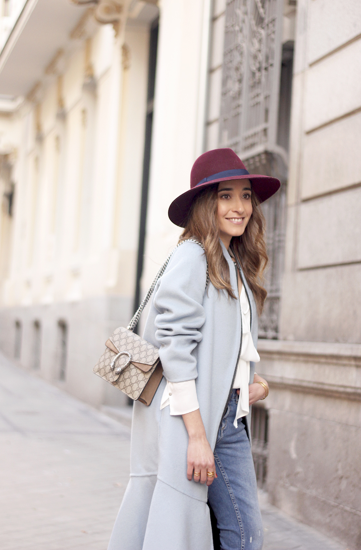 blue coat uterqüe abrigo azul gucci bag burgundy heels winter outfit street style fashion03